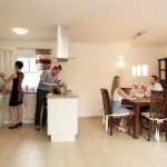 Entspannte Atmosphäre beim gemeinsamen Kochen